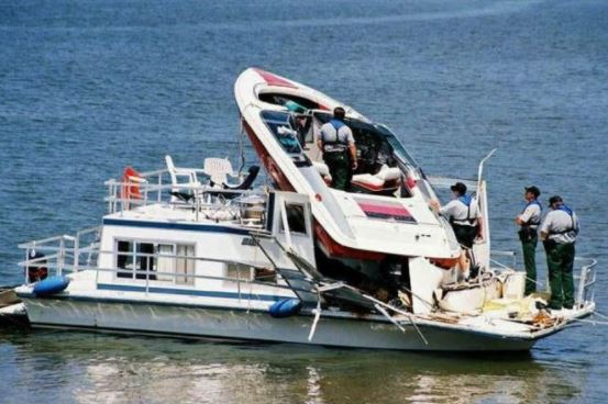 image of boat accident